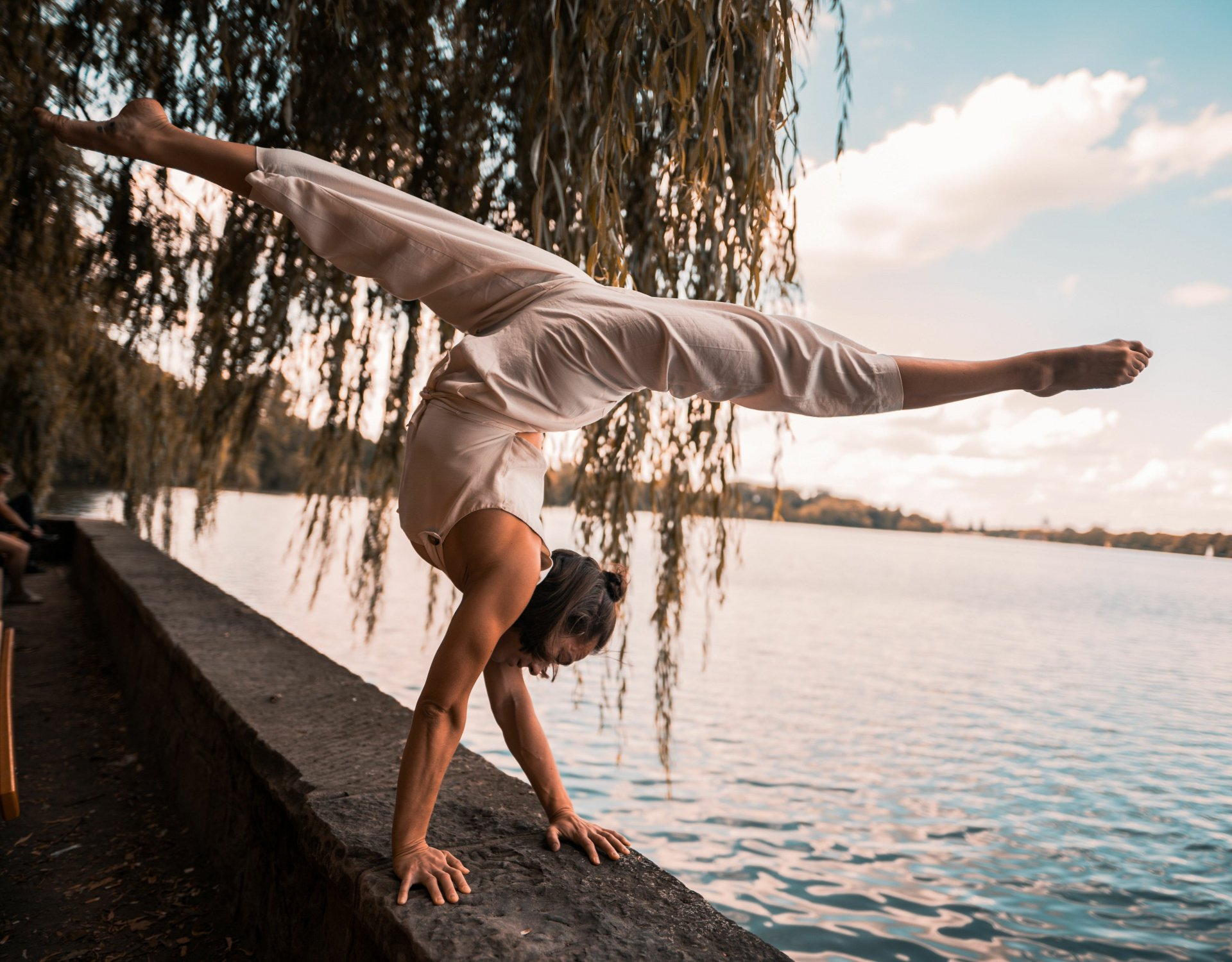 Learn 2 Handstand with Camille Tremblay